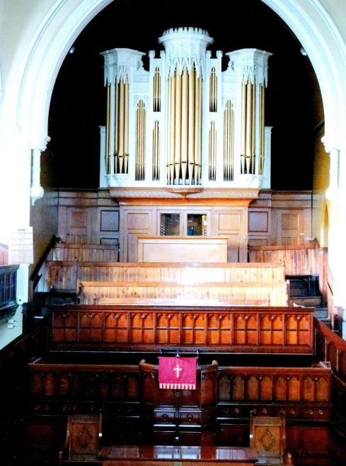 The organ and pulpit in Dilston Road church | Image from the collections of the Newcastle upon Tyne District Archives